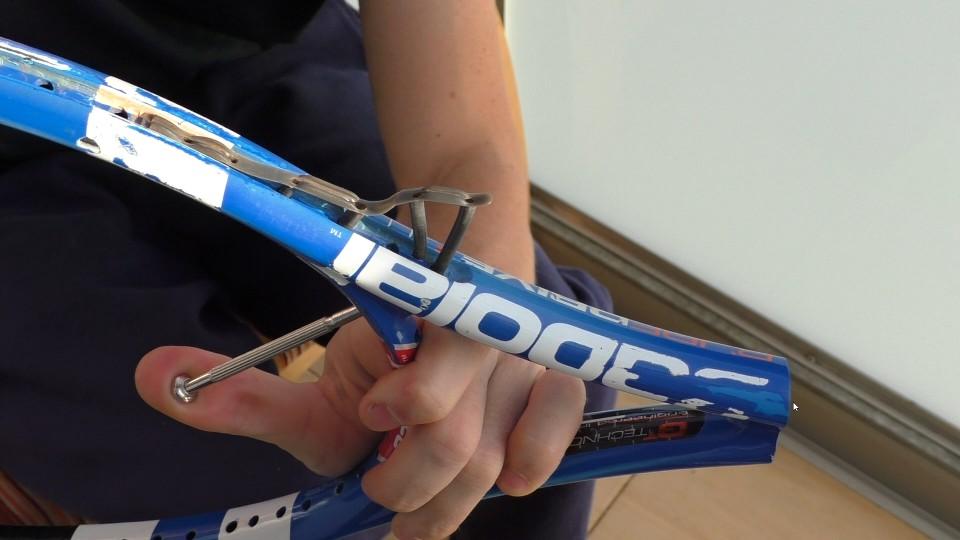 Proč a jak vyměnit PRŮCHODKY (gromety) u tenisové rakety